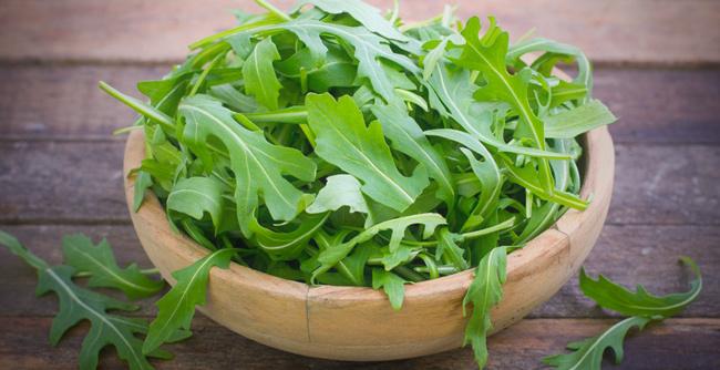 Листья салата руккола