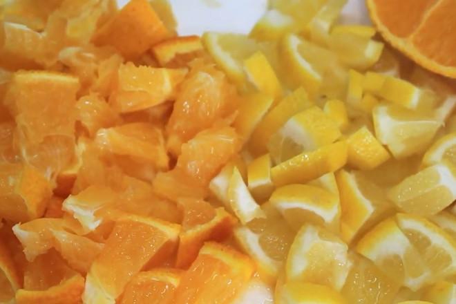 Нарезать цитрусовые