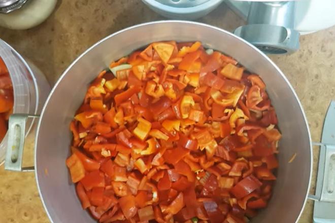 Тушение моркови, перца и лука